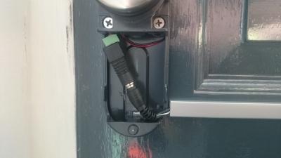 Invited Smart Lock aangesloten op lichtnet dmv 9v adapter