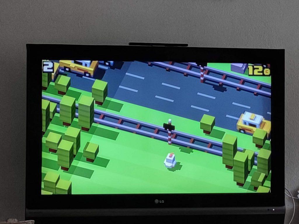 """Nieuwe """"Frogger"""" achtige game op de Google Chromecast, goed speelbaar met meegeleverde afstandsbediening"""
